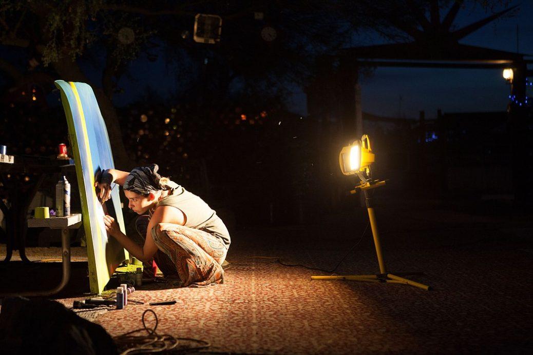 Artista trabalhando a noite - hábitos noturnos
